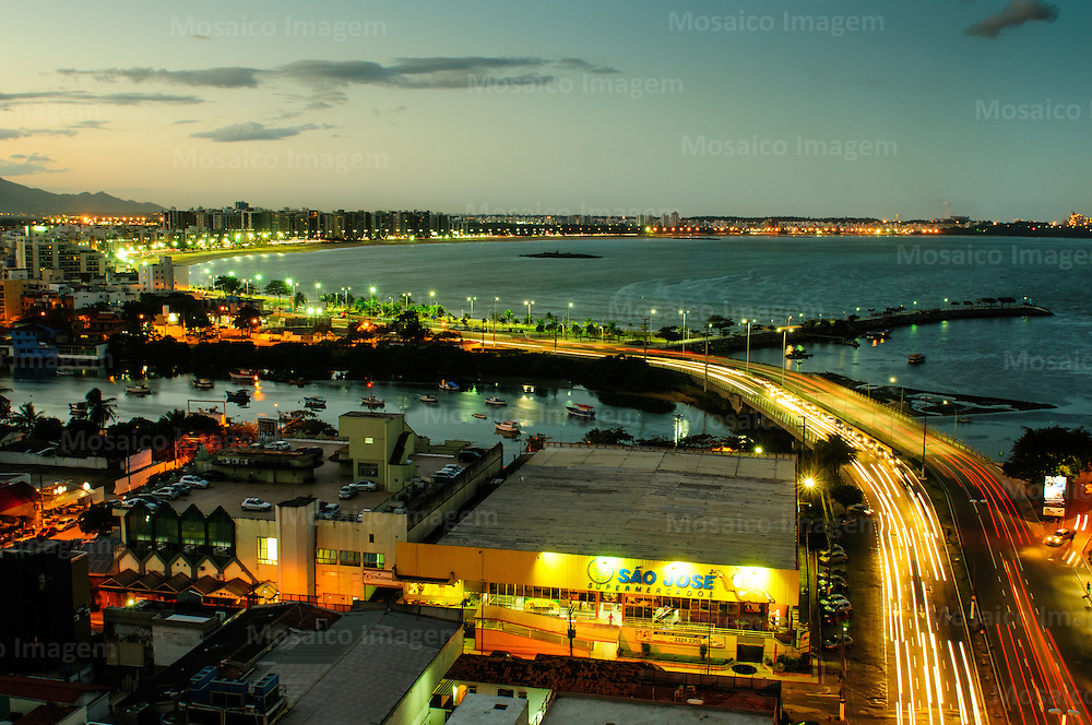 Brasil - Espirito Santo - Vitoria - Anoitecer na Praia de Camburi, Ponte de Camburi, Canal de Camburi - Foto: Gabriel Lordello/ Mosaico Imagem
