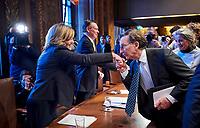 Den Haag, 13 februari 2018 - Pia Dijkstra krijgt een handkus van senator Joris Backer (D66).<br /> De Eerste Kamer heeft ingestemd met een nieuw systeem voor actieve donorregistratie. Na weken van debat stemden 38 senatoren voor en 36 tegen. De stemming is een overwinning voor Tweede Kamerlid Pia Dijkstra (D66), die zich de afgelopen jaren sterk maakte voor een nieuw donorsysteem.<br /> Foto: Phil Nijhuis