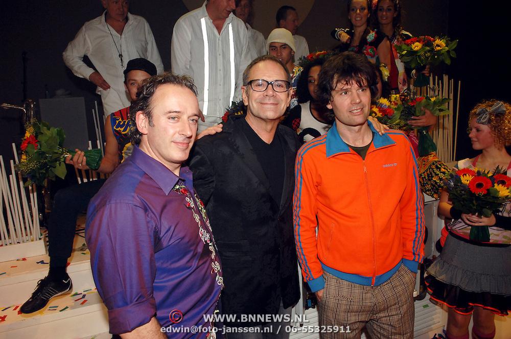 NLD/Tilburg/20061105 - Premiere Oebele, cast, Rob de Nijs, Joris Lutz en Nol Havens