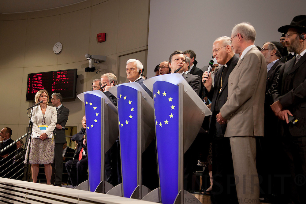 Pia Ahrenkilde Hansen, talskvinde for Europa-Kommission, under et pressemøde i kommissionen mandag den 19 juli 2010, som blev afholdt med regliøse ledere fra hele europa og Europa-Parlamentets præsident, Jerzy Buzek, Europa-Kommissionens præsident Jose Manuel Barroso og Ministerrådets præsident Herman Van Rompuy. PHOTO: ERIK LUNTANG / INSPIRIT Photo