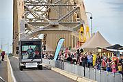 Nederland, Nijmegen, 16-9-2018De Waalbrug in Nijmegen is 24 uur voor alle autoverkeer afgesloten. Om 12 uur schoven  op deze zondag duizend Nijmegenaren op uitnodiging van de gemeente Nijmegen op de brug aan voor een picknick.De picknick en afsluiting luiden de Europese week van de mobiliteit in. Dit jaar is de week in Nijmegen omdat de stad de groene hoofdstad van Europa in 2018 is. Het doel is om de inwoners kennis te laten maken met nieuwe vervoersmogelijkheden als alternatief voor de auto, om een gezonde en bereikbare stad te creëren. Minder auto's moet leiden tot een betere luchtkwaliteit en minder geluidsoverlast.Foto: Flip Franssen