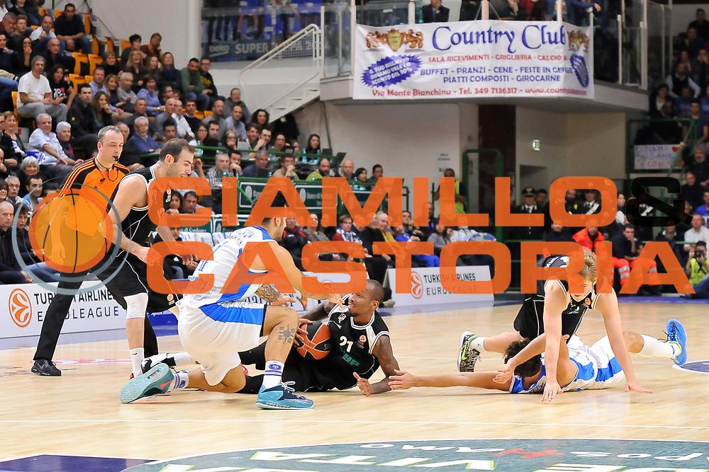 DESCRIZIONE : Eurolega Euroleague 2014/15 Gir.A Dinamo Banco di Sardegna Sassari - Nizhny Novgorod<br /> GIOCATORE : Brian Sacchetti Tarence Kinsey<br /> CATEGORIA : Palla Contesa A Terra Curiosit&agrave;<br /> EVENTO : Eurolega Euroleague 2014/2015<br /> GARA : Dinamo Banco di Sardegna Sassari - Nizhny Novgorod<br /> DATA : 21/11/2014<br /> SPORT : Pallacanestro <br /> AUTORE : Agenzia Ciamillo-Castoria / Claudio Atzori<br /> Galleria : Eurolega Euroleague 2014/2015<br /> Fotonotizia : Eurolega Euroleague 2014/15 Gir.A Dinamo Banco di Sardegna Sassari - Nizhny Novgorod<br /> Predefinita :