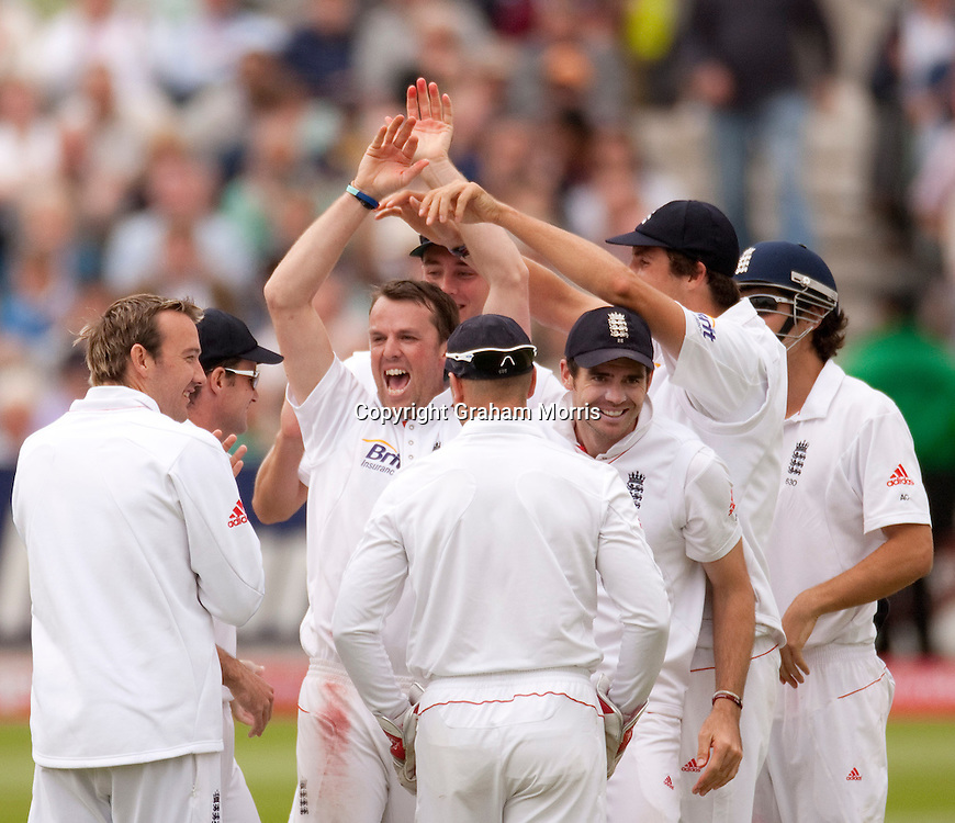 Graeme Swann celebrates his 100th wicket, Mohammad Yousuf caught and bowled, during the third npower Test Match between England and Pakistan at the Oval.  Photo: Graham Morris (Tel: +44(0)20 8969 4192 Email: sales@cricketpix.com) 19/08/10