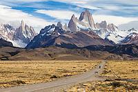 MACIZOS DEL CERRO FITZ ROY O CHALTEN (3.405 m.s.n.m.) Y DEL CERRO TORRE (3.130 m.s.n.m.) Y RUTA 23 HACIA EL POBLADO DE EL CHALTEN, PARQUE NACIONAL LOS GLACIARES, PROVINCIA DE SANTA CRUZ, PATAGONIA, ARGENTINA (PHOTO © MARCO GUOLI - ALL RIGHTS RESERVED)