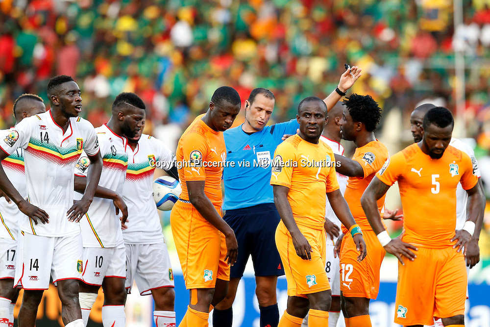 Referee Bouchaib Ahrach issues instructions to Cote d'Ivoire and Mali players during their AFCON match at the Nueva Estadio de Malabo on January 24, 2015.The match ended 1-1.Photo/Mohammed Amin/www.pic-centre.com (Equatorial Guinea)