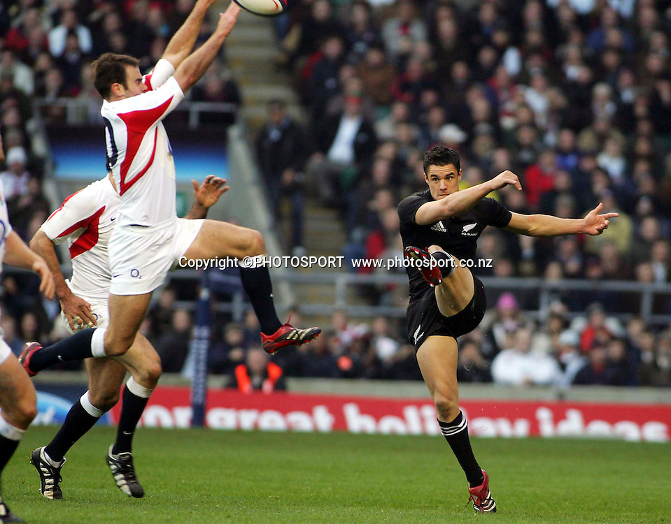 Charlie Hodgson fails to charge down Dan Carter's kick during the rugby union test match between New Zealand and England at Twickenham, England, UK, Saturday 19 November 2005. The All Blacks defeated England 23-19. Photo: Offside/Photosport<br />