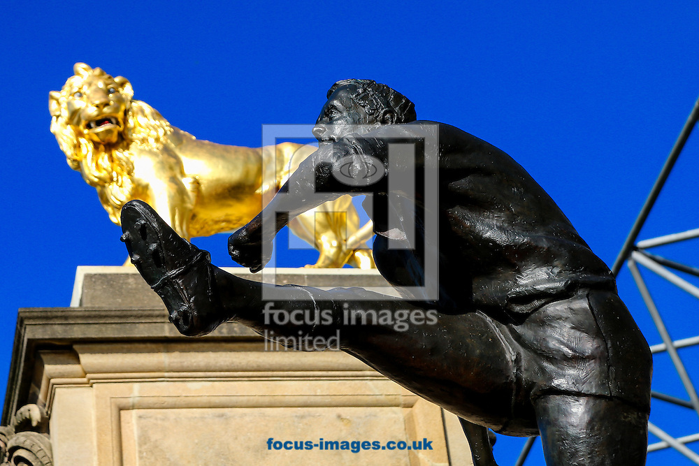 Rugby player statue overlooked by the lion before the final of the 2015 Rugby World Cup at Twickenham Stadium, Twickenham<br /> Picture by Andy Kearns/Focus Images Ltd 0781 864 4264<br /> 31/10/2015