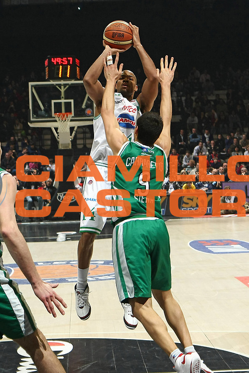 DESCRIZIONE : Bologna Final Eight 2009 Semifinale Montepaschi Siena Benetton Treviso<br /> GIOCATORE : Gary Neal<br /> SQUADRA : Benetton Treviso<br /> EVENTO : Tim Cup Basket Coppa Italia Final Eight 2009 <br /> GARA : Montepaschi Siena Benetton Treviso<br /> DATA : 21/02/2009 <br /> CATEGORIA : Tiro<br /> SPORT : Pallacanestro <br /> AUTORE : Agenzia Ciamillo-Castoria/C.De Massis