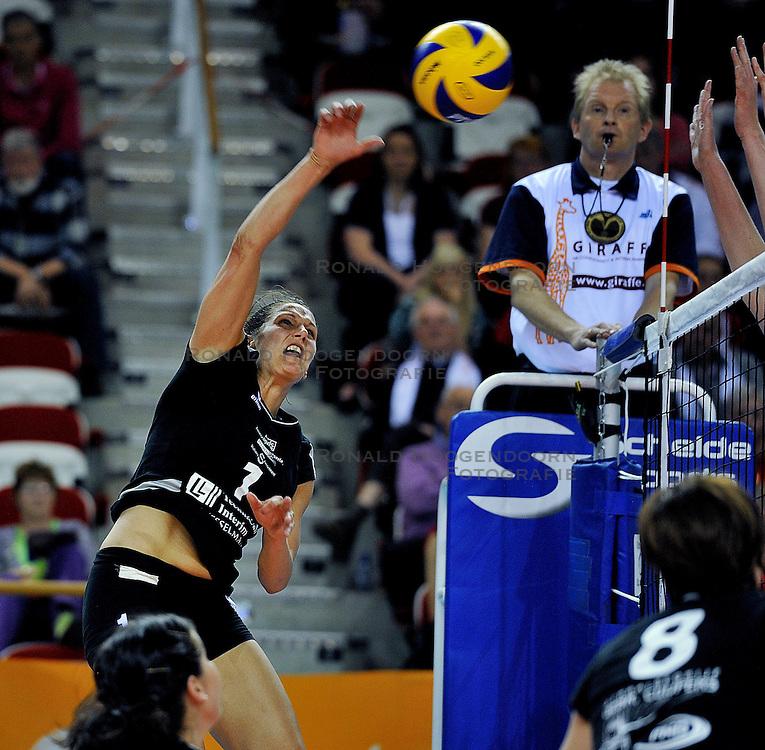 10-04-2011 VOLLEYBAL: BEKERFINALE VC WEERT - VC SNEEK: ALMERE<br /> Georgina Klug<br /> &copy;2011 Ronald Hoogendoorn Photography