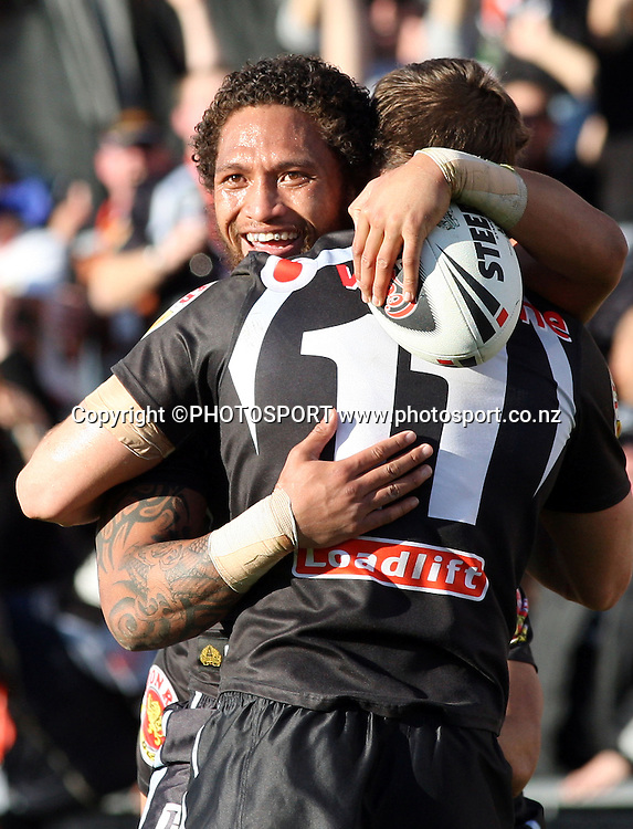 Warriors winger Manu Vatuvei celebrates his try. NRL, Vodafone Warriors v Penrith  Panthers, Mt Smart Stadium, Auckland, Sunday 31 August 2008. Photo: Andrew Cornaga/PHOTOSPORT