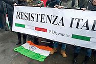 Roma  24 Gennaio 2014<br /> Manifestazione vicino Ambasciata dell'India per i  marò  Salvatore Girone e Massimiliano Latorre, i due fucilieri del Reggimento San Marco detenuti in India con l'accusa di aver ucciso due pescatori scambiati per pirati.Un centinaio di manifestanti  con il tricolore,  come  simbolo che accompagna la protesta, e senza simboli di partiti. La bandiera indiana<br /> Rome January 24, 2014 <br /> Demonstration near the Embassy of India for the marines Salvatore Girone and Massimiliano Latorre, the two riflemen of the San Marco Regiment detained in India for allegedly killing two fishermen mistaken for pirates. One hundred demonstrators with the flag as  symbol that accompanies the protest, and no symbols of political parties.The Indian flag