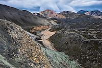 Highlands of Iceland, Fjallabak Area. Grænagil gorge, looking west towards mount Brennisteinsalda. Hálendið að fjallabaki. Grænagil við Landmannalaugar. Horft í vestur í átt að Brennisteinsöldu.