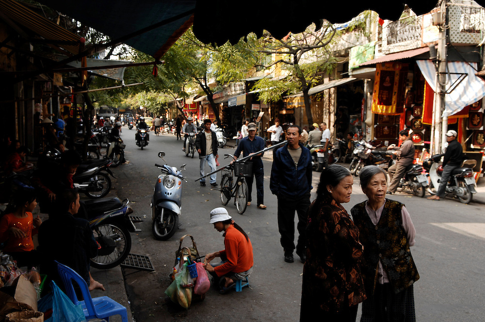 Hanoi: The Old Quarter - Hang Quat street