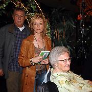 NLD/Volendam/20070321 - Presentatie boek en CD Annie Schilder, Anni en Ik, Annie, haar moeder en Jaap Buys