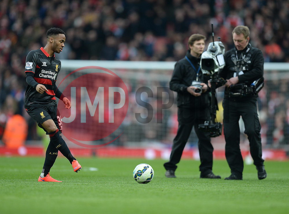 came crew watch on as Raheem Sterling of Liverpool warms up prior to kick off. - Photo mandatory by-line: Alex James/JMP - Mobile: 07966 386802 - 04/04/2015 - SPORT - Football - London - Emirates Stadium - Arsenal v Liverpool - Barclays Premier League