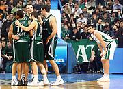 DESCRIZIONE : Atene Eurolega 2008-09 Quarti di Finale Gara 1 Panathinaikos Montepaschi Siena<br /> GIOCATORE : Drew Nicholas Vassilis Spanoulis Marco Carraretto<br /> SQUADRA : Panathinaikos Montepaschi Siena<br /> EVENTO : Eurolega 2008-2009<br /> GARA : Panathinaikos Montepaschi Siena<br /> DATA : 24/03/2009<br /> CATEGORIA : esultanza delusione<br /> SPORT : Pallacanestro<br /> AUTORE : Agenzia Ciamillo-Castoria/Action Images.gr<br /> Galleria : Eurolega 2008-2009<br /> Fotonotizia : Siena Eurolega 2008-09 Panathinaikos Montepaschi Siena<br /> Predefinita :