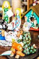Artesanato em Sambaqui, no distrito de Santo Antonio de Lisboa. Florianópolis, Santa Catarina, Brazil. / Hand craft in Sambaqui, at Santo Antonio de Lisboa district. Florianopolis, Santa Catarina, Brazil.