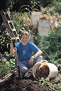 USA_SCI_BIOSPH_69_xs <br /> Biosphere 2 Project undertaken by Space Biosphere Ventures, a private ecological research firm funded by Edward P. Bass of Texas.  &lsquo;Biospherian&rsquo; Jayne Poynter harvesting potatoes inside Biosphere 2 in the intensive agriculture biome.  Biosphere 2 was a privately funded experiment, designed to investigate the way in which humans interact with a small self-sufficient ecological environment, and to look at possibilities for future planetary colonization. The $30 million Biosphere covers 2.5 acres near Tucson, Arizona, and was entirely self- contained. The eight &lsquo;Biospherian&rsquo;s&rsquo; shared their air- and water-tight world with 3,800 species of plant and animal life. The project had problems with oxygen levels and food supply, and has been criticized over its scientific validity. 1992