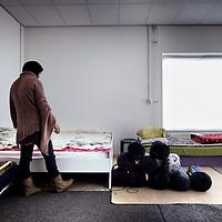 """Nederland, Amsterdam , 23 december 2014.<br /> Gekraakt opvangtehuis voor """"gedumpte"""" Marokkaanse vrouwen.<br /> Op de foto: 1 van de vrouwen  in het opvangtehuis.<br /> Foto:Jean-Pierre Jans"""