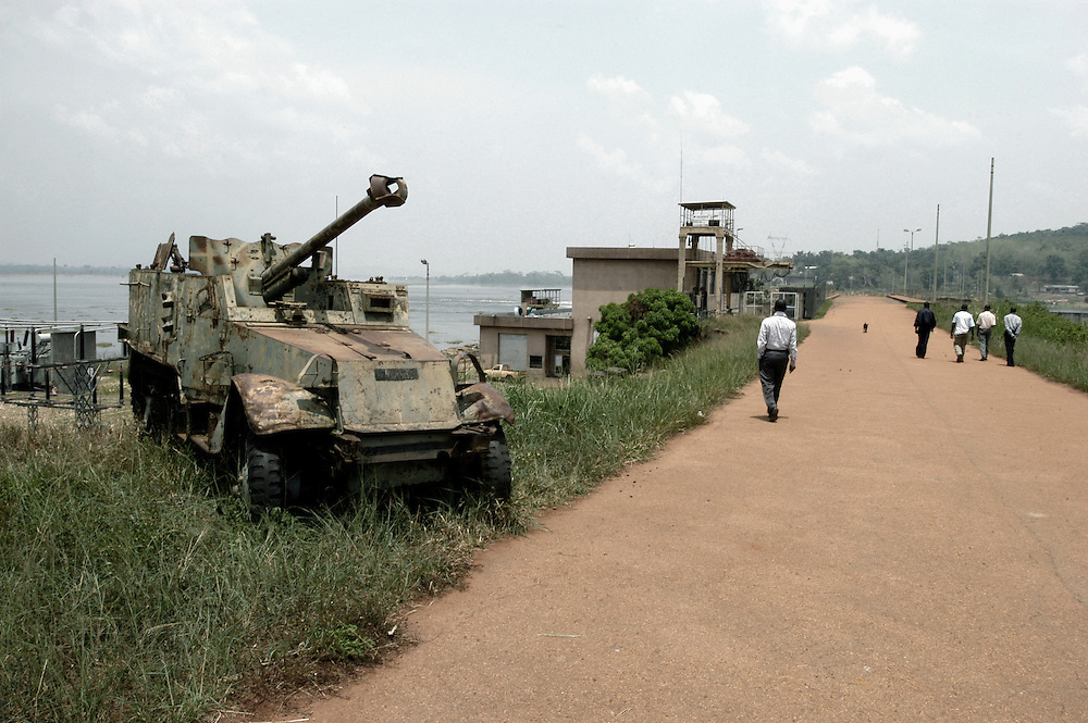 An abandoned military vehicle at a hydroelectric plant on the Ubangi River between DR Congo and the Central African Republic. The plant was built by Mobutu Sese Seko to provide electricity to his native village in Equateur Province..Mobayi, DR Congo. 15/03/2009.Photo © J.B. Russell