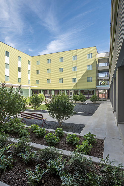 On Thursday, April 5, 2018, New Hope Housing celebrates the grand opening of the property at 3315 Harrisburg, a new mixed-use development that incorporates street-level retail and commercial office space with single-room occupancy (SRO) residential apartment homes. The east-end property is on the Metro Rail Green line, giving it exceptional accessibility in the Houston core.