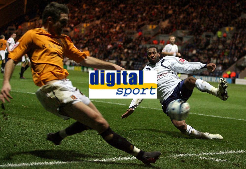 Photo: Paul Thomas/Sportsbeat Images.<br /> Preston North End v Hull City. Coca Cola Championship. 04/12/2007.<br /> <br /> Hull's Sam Ricketts (L) has his cross blocked by Matthew Hill.