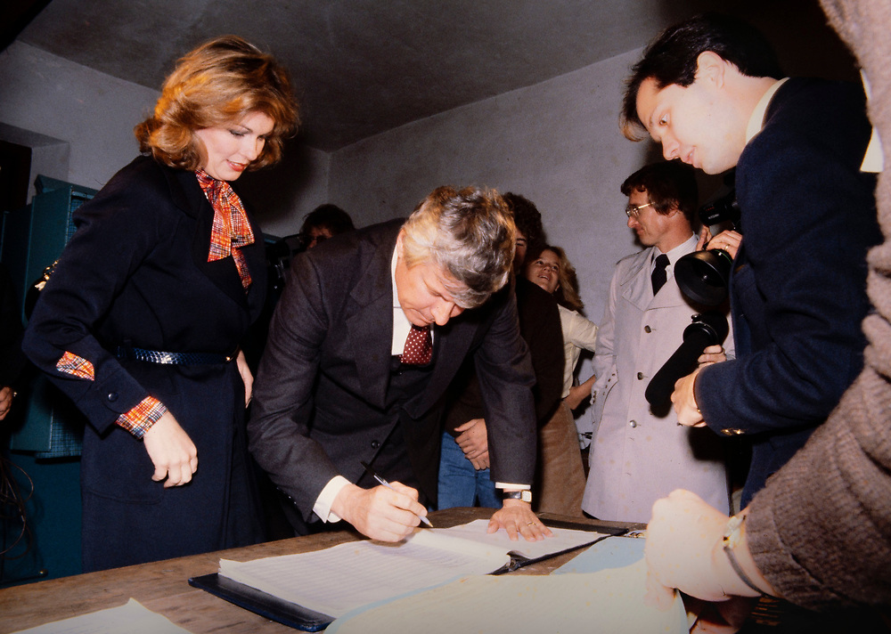 Phyllis George with husband and husband, Kentucky governor hopeful John Y Brown register to cast their votes on election morning in 1979. Phyllis Ann George was an American businesswoman, actress, and sportscaster. She was also Miss Texas 1970, Miss America 1971, and the First Lady of Kentucky from 1979 to 1983. Ms. George died, aged 70, of complications from Polycythemia vera on May 14, 2020 in Lexington, Kentucky.