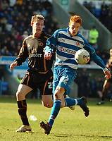 Photo: Ed Godden.<br />Reading v Wolverhampton Wanderers. Coca Cola Championship. 18/03/2006. <br />Dave Kitson (R) makes his way into the Wolves area.