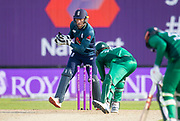Picture by Allan McKenzie/SWpix.com - 19/05/2019 - Sport - Cricket - 5th Royal London One Day International - England v Pakistan - Emerald Headingley Cricket Ground, Leeds, England - England's Jos Buttler stumps Pakistan's Mohammad Hasnein to bring the innings to a close.