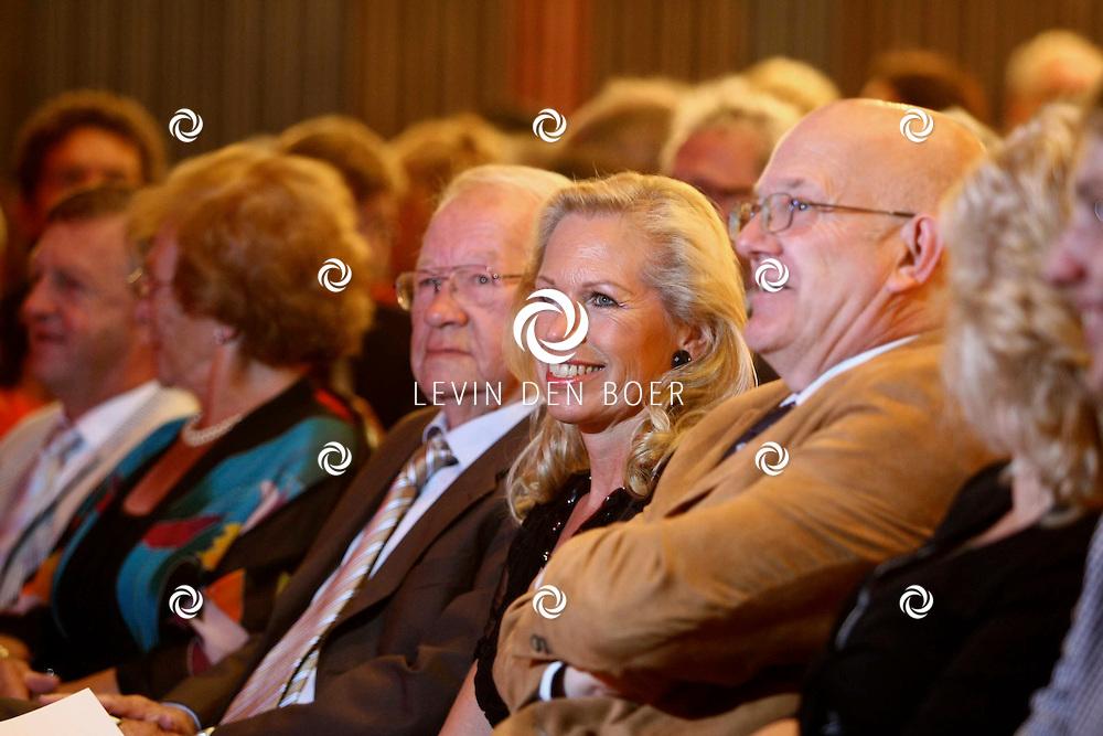 GORINCHEM - Ruud de Graaf is geridderd voor zijn 30 jarige werkzaamheden in de entertainment industrie. FOTO LEVIN DEN BOER - PERSFOTO.NU