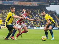 Lucas Andersen (AaB) trækker fri af Dominik Kaiser og Josip Radosevic (Brøndby IF) under kampen i 3F Superligaen mellem Brøndby IF og AaB den 18. august 2019 på Brøndby Stadion (Foto: Claus Birch).
