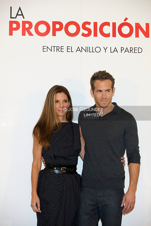Actress Sandra Bullock and Ryan Reynolds attends the photocall of 'The Proposal' held at the Villamagna Hotel on June 26, 2009 in Madrid, Spain
