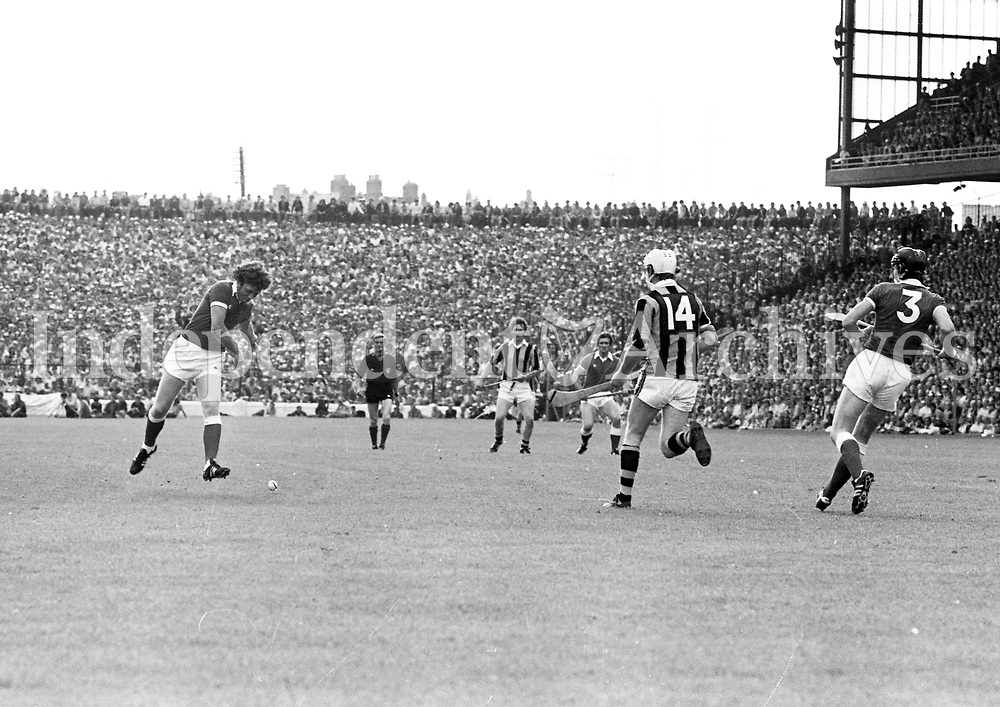 978-101<br /> An exciting moment captured during the hurling final between Kilkenny and Cork.<br /> (Part of the Independent Newspapers Ireland/NLI collection.)