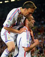 1:3 Jubel Zinedine Zidane, oben Frank Ribery Frankreich<br /> Fussball WM 2006 Achtelfinale Spanien - Frankreich<br /> Spania - Frankrike<br /> Norway only