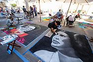6月18日,美国洛杉矶,一名艺术家正专注在在他的作品&ldquo;星球大战&rdquo;电影人物莱亚公主的肖像。当日, 帕萨迪纳市举办了第二十五届粉笔画绘画艺术节,艺术家们使用超过25000支蜡笔粉笔,跪坐在人行道上,用手中的画笔展现他们的创造力。从古典到现代,从古怪到绚丽,不同的艺术风格让观众眼花缭乱。 。新华社发 (赵汉荣摄)<br /> An artist works on a portrait of Star Wars movie character Princess Leia during the 25th annual Pasadena Chalk Festival in Los Angeles, the United States, June 18, 2017. Hundreds artists using more than 25,000 sticks of pastel chalk to create life-size murals on the city pavement.  (Xinhua/Zhao Hanrong)(Photo by Ringo Chiu)<br /> <br /> Usage Notes: This content is intended for editorial use only. For other uses, additional clearances may be required.