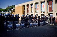 Roma 16 Ottobre 2015<br /> Un centinaio di studenti ha protestato in piazzale Aldo Moro, di fronte all'Università La Sapienza, la sede del  Maker Faire 2015, la fiera dell'innovazione europea organizzata all'interno dell'universita. I manifestanti denunciano l'uso privatistico di una struttura pubblica, l'interruzione delle attività di ricerca e la non trasparenza sull'uso dei ricavi. La polizia in tenuta antisommossa davanti all'ingresso dell'Università La Sapienza. <br /> Rome 16 October 2015<br /> A hundred students protested in Piazzale Aldo Moro, opposite the University La Sapienza, the headquarters of the Maker Faire 2015, the European innovation fair organized within the university. Protesters denounce the  private use of a public facility, the interruption of research and lack of transparency on the use of revenues. Police in riot gear outside the entrance of the University La Sapienza.