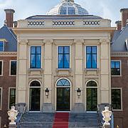 NLD/Den Haag/20190703 - Bezichtiging kamers paleis Huis ten Bosch, buitenzijde paleis