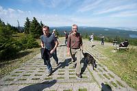 15 AUG 2017, NATIONALPARK HOCHHARZ/GERMANY:<br /> Thomas Oppermann (L), SPD Fraktionsvorsitzender, und Andreas Pusch (R), Leiter des Natoinalparks Harz, mit Hund Lotte, waehrend einer Wanderung auf den Broken, im Rahmen von Oppermanns Sommerreise<br /> IMAGE: 20170815-01-088