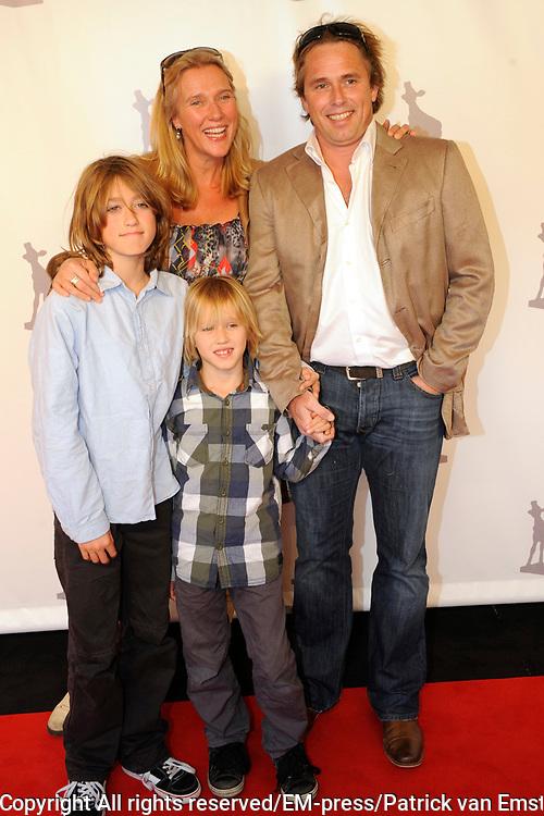 NFF 2011 - Premiere Bennie Stout op het Nederlands Filmfestival van Utrecht. <br /> <br /> Op de foto: <br /> <br />  Ingeborg Wieten  met partner en kinderen
