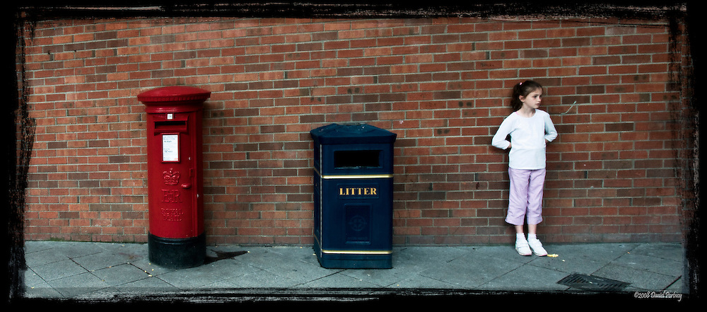 Letterbox, Litterbox, girl, 3 pillars