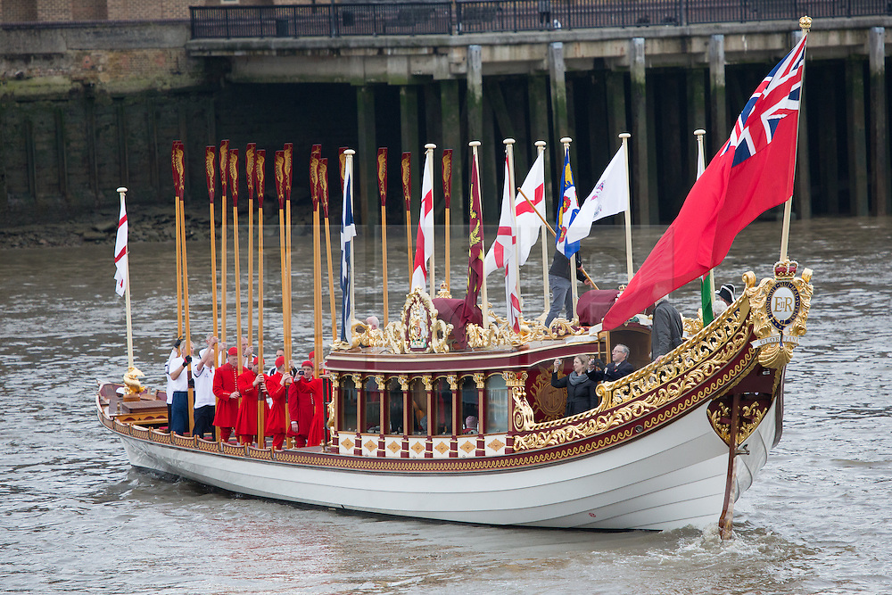 © Licensed to London News Pictures. 09/11/2013. London, UK. QRB Gloriana is seen arriving at HMS President for the Lord Mayor's Show. Photo credit : Vickie Flores/LNP