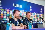 SWIDNIK, POLEN 2017-06-21<br /> Jacob Une-Larsson och H&aring;kan Ericson under svenska U21 landslagets MD-1 presskonferens p&aring; Stadion Miejski, den 21 juni i Swidnik, Polen.<br /> Foto: Nils Petter Nilsson/Ombrello<br /> Fri anv&auml;ndning f&ouml;r kunder som k&ouml;pt U21-paketet.<br /> Annars Betalbild.<br /> ***BETALBILD***