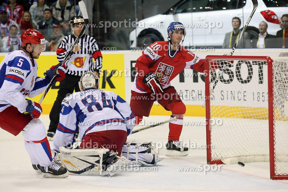 15.04.2011, Orange Arena, Bratislava, SVK, IIHF 2011 World Championship, Russia vs Czech Republic, im Bild ..ROMAN CERVENKA 3RD GOAL. EXPA Pictures © 2011, PhotoCredit: EXPA/ EXPA/ Newspix/ .Tadeusz Bacal +++++ ATTENTION - FOR AUSTRIA/(AUT), SLOVENIA/(SLO), SERBIA/(SRB), CROATIA/(CRO), SWISS/(SUI) and SWEDEN/(SWE) CLIENT ONLY +++++