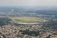 16 JUL 2005, BERLIN/GERMANY:<br /> Flughafen Tempelhof, Lufaufnahme von Nord-Westen <br /> IMAGE: 20050716-02-018 <br /> KEYWORDS: Airport, Flugfeld, Abfertigungsgebäude, Abfertigungsgebaeude