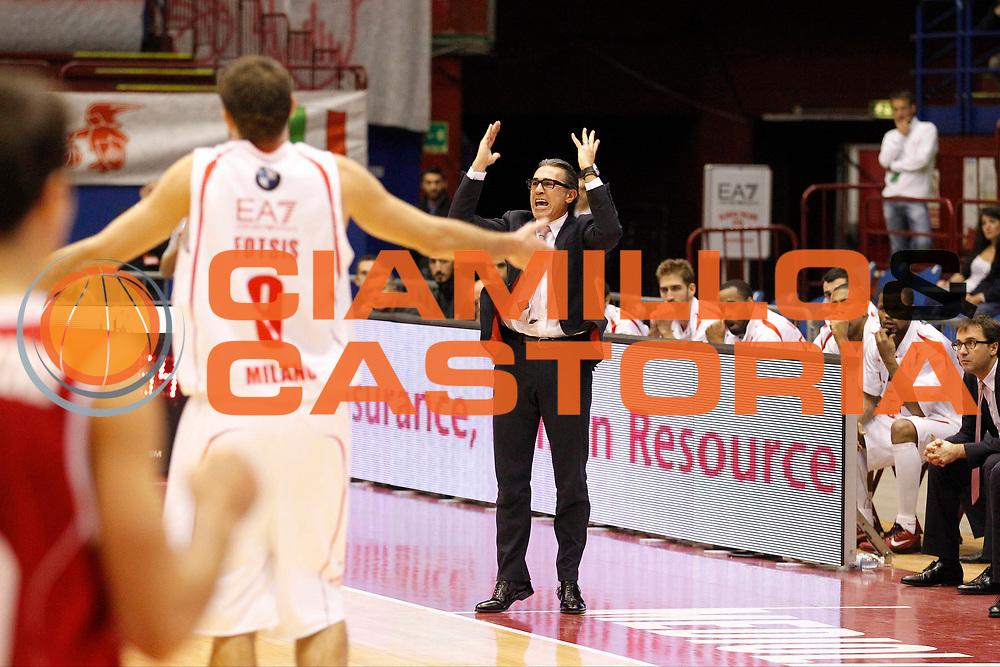 DESCRIZIONE : Milano Lega A 2012-13 EA7 Emporio Armani Milano Trenkwalder Reggio Emilia<br /> GIOCATORE : Sergio Scariolo Antonis Fotsis<br /> CATEGORIA : Ritratto Delusione<br /> SQUADRA : EA7 Emporio Armani Milano<br /> EVENTO : Campionato Lega A 2012-2013<br /> GARA : EA7 Emporio Armani Milano Trenkwalder Reggio Emilia<br /> DATA : 28/10/2012<br /> SPORT : Pallacanestro <br /> AUTORE : Agenzia Ciamillo-Castoria/G.Cottini<br /> Galleria : Lega Basket A 2012-2013  <br /> Fotonotizia : Milano Lega A 2012-13 EA7 Emporio Armani Milano Trenkwalder Reggio Emilia<br /> Predefinita :