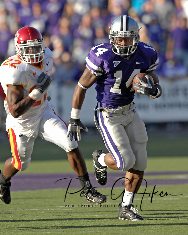 Kansas State running back Leon Patton rushes for a 37-yard touchdown in the fourth quarter past Iowa State free safety Jason Harris (22) at Bill Snyder Family Stadium in Manhattan, Kansas, October 28, 2006.  The Wildcats beat the Cyclones 31-10.<br />