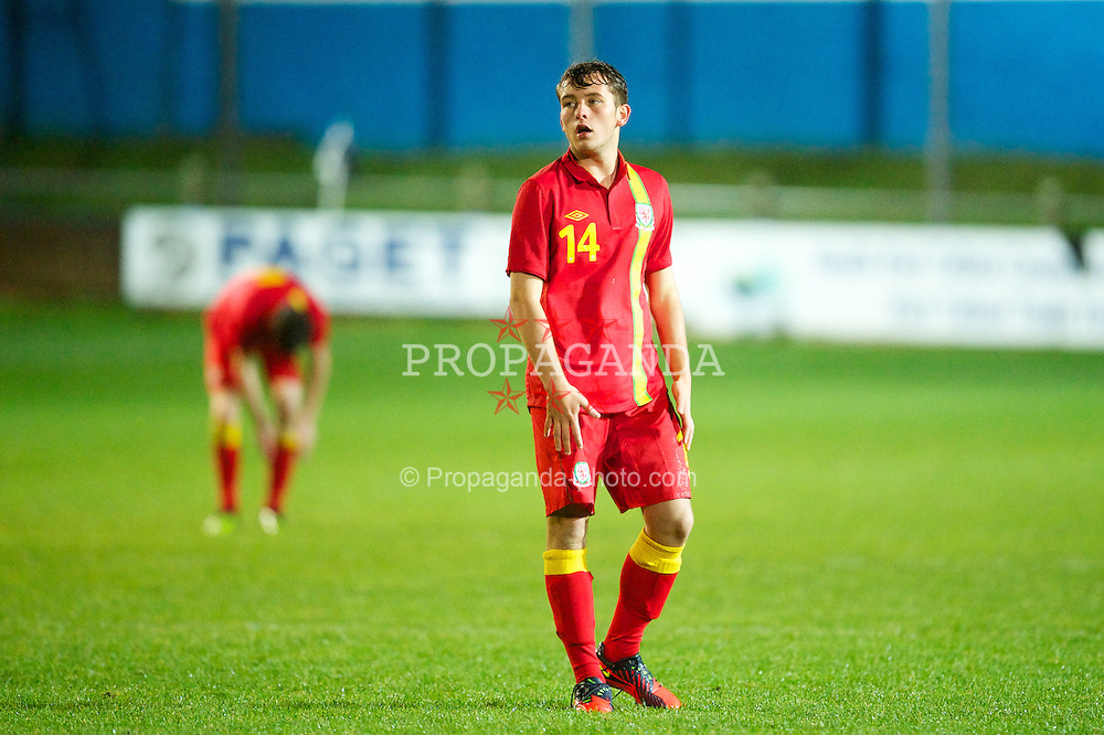PORT TALBOT, WALES - Thursday, November 1, 2012: Wales' Ellis Bellamy in action against England during the Under-16's Victory Shield match at Victoria Road. (Pic by David Rawcliffe/Propaganda)