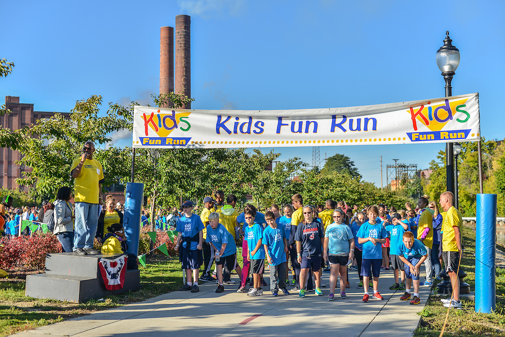 Children along the path of the Kids Fun Run.