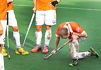 BLOEMENDAAL -28/09/2014  hockey Bloemendaal-Rotterdam (2-3). Teleurstelling bij Bloemendaal speler Matthew Swann na afloop van de verloren wedstrijd. . COPYRIGHT KOEN SUYK