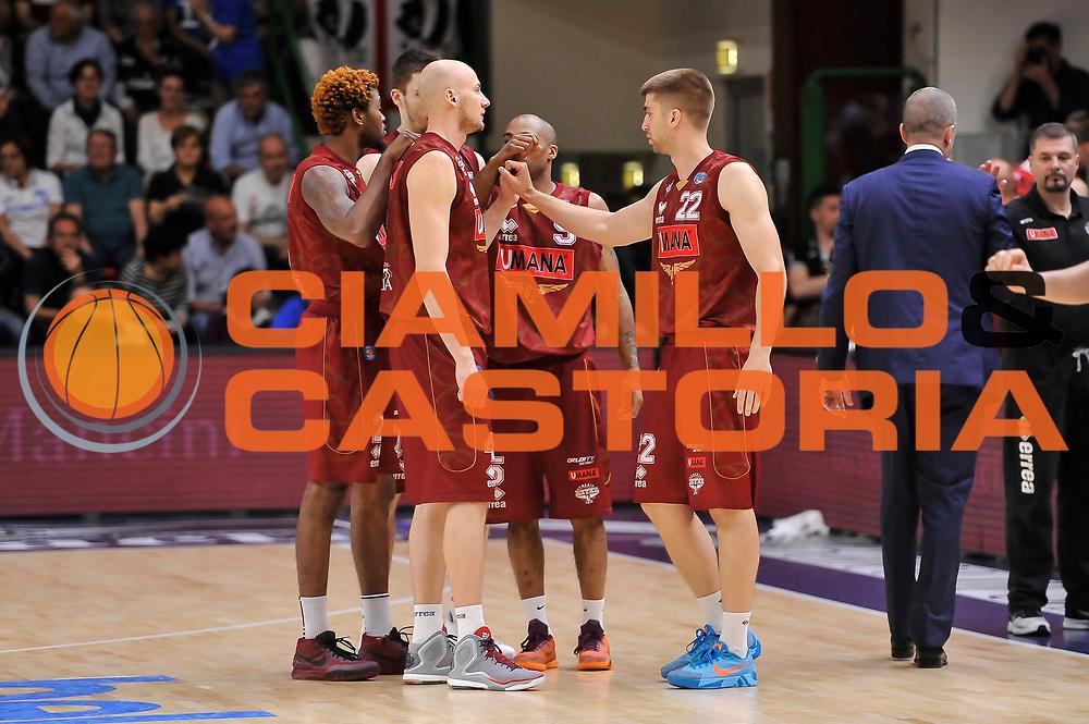 DESCRIZIONE : Campionato 2014/15 Dinamo Banco di Sardegna Sassari - Umana Reyer Venezia<br /> GIOCATORE : Umana Reyer Venezia Team<br /> CATEGORIA : Time Out Fair Play<br /> SQUADRA : Umana Reyer Venezia<br /> EVENTO : LegaBasket Serie A Beko 2014/2015<br /> GARA : Dinamo Banco di Sardegna Sassari - Umana Reyer Venezia<br /> DATA : 03/05/2015<br /> SPORT : Pallacanestro <br /> AUTORE : Agenzia Ciamillo-Castoria/L.Canu